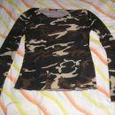 vojaška majica, rokavi na trapez. cena: 5 €