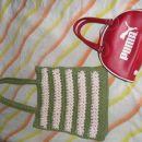 zelena torbica :3 € puma rdeča: 7€