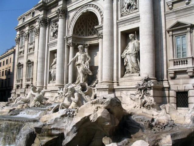 Rim - Fontana Trevi... Vrzi kovanec in vrnil se boš v Rim.  Canon Powershot A 75