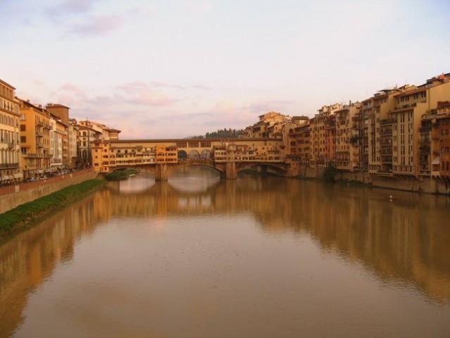 Firence - Ponte Vecchio v vsem svojem sijaju.  Canon Powershot A 75