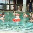 Moja družba na plavalnem tečaju.