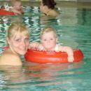 Z mami  bili prvič na plavalnem tečaju.