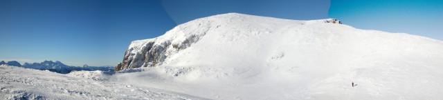 Panoramski pogled na Kordeževo glavo najvišji vrh Pece
