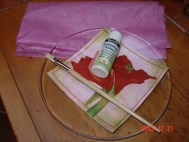Postopek izdelave krožnika s servietko in riževim papirjem   Celoten postopek je prikaz