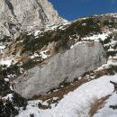 od Kamrice naprej gre pot kar naravnost po snegu navzgor