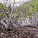 zatrep doline prehod mogoče v levo po polici