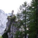 pod značilno skalno tvorbo je stičišče poti