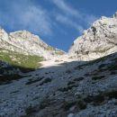 navzgor po travah pod Velikim grebenom