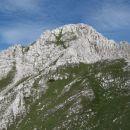 vrh se pa še kar odmika - v zadnjem delu je možno po travnatem