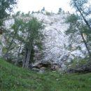 pod strmnim skalovjem