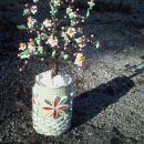 cvetoče drevesce iz žice in papirnatih cvetov