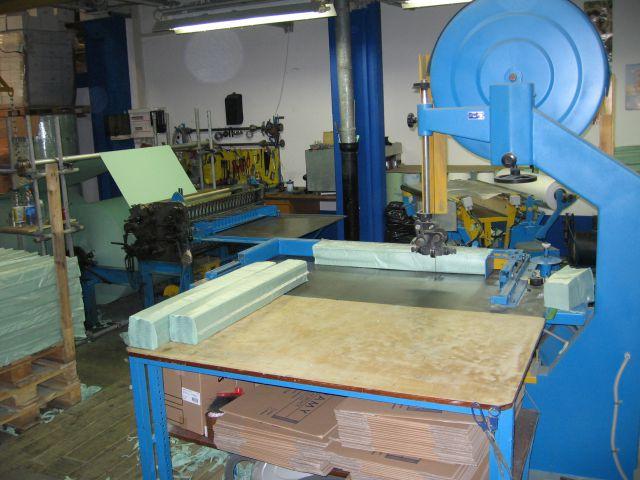 Stroj za razrez brisač