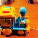 Vlak z različnimi zvoki, pesmicami, govorom