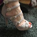 Sandali s paski
