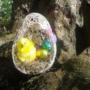 velikonočno jajce :) s pomočjo napihnjenega balona, niti namočeni v lepilo