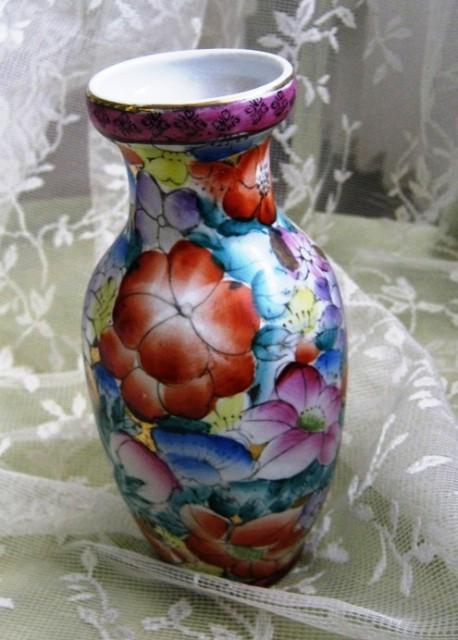 Vaza z rožami, keramična, višina 16 cm, IC = 3 eur