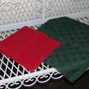 Zelen prt 85 x 77 cm in rdeč prtič 40 x 40 cm. IC = 3 eur