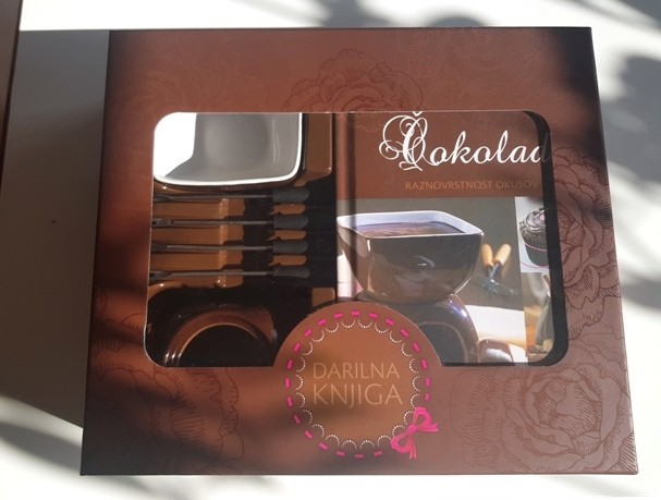 328a. Darilni set za čokoladni fondue s knjigo receptov  IC = 15 eur