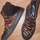 škornji št.38