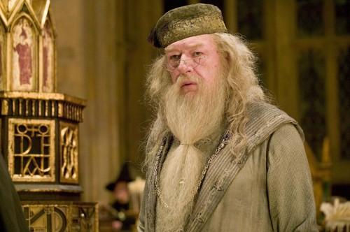 Dumbledore zraven keliha