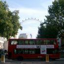 pogled na velki potač - london eye, pred njin eden doubledecker