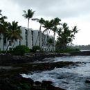 Pogled na enega od hotelov ob vodi