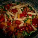 Testeninska solata (paprike, fižol, paradižnik, testenine)