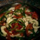 Solata: paradižnik, zelena paprika, kumara