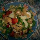 solata s šampinjoni (zelena solata, paprika, kumare, paradižnik)
