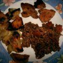pečen krompir, puranji file in pira z zelenjavo