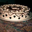 smetanova torta z čokoladnimi okraski