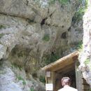 Ob skalah je bil prehod-narejen v današnjem času
