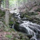 Prav kmalu dosežemo slap potoka Verna, ki ga je potrebno prečiti, da bi dosegli Veliki Šum