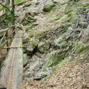 Kmalu po nadaljevanju poti proti slapu pridemo do najdaljšega mostu na slovenskih planinsk