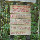 Pričujoča tabla je postavljena ob vhodu v dolino Lobnice in predstavlja začetek poti. Do n