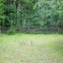 Na koncu pašnika nas sicer ravno tako pričaka ograda, vendar tokrat z dvema ozkima prehodo