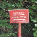 Kažipot na priključku poti iz Kamniške Bistrice za Kokrsko sedlo