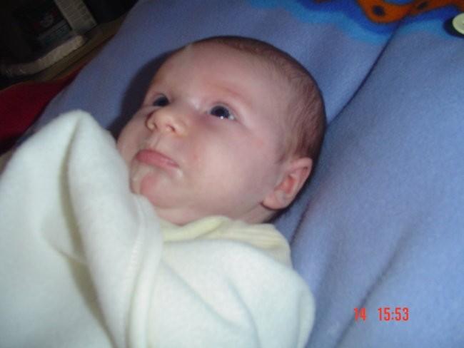 Eva Zala 1.mesec - foto povečava