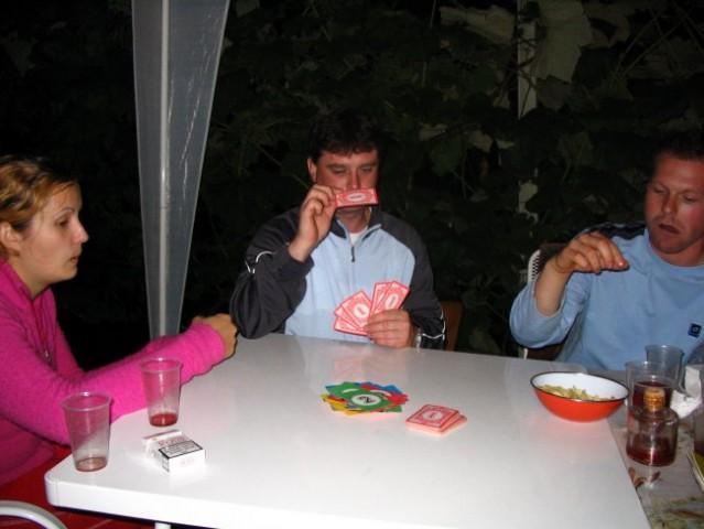 Pol pa slab igrat karte, da se lahka pije