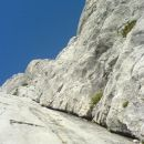 Urša je tista pikica na vrhu grebena.