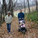 Na sprehodu z mojim atijom in mojo babi.V odzadju je pa moj dedi