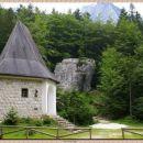 kapelica z malim triglavom