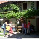 Pred rojstno hišo Simona Gregorčiča v Vrsnem