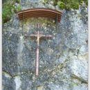 Križ pred kaverno pod Mrzlim vrhom