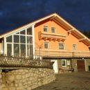 črno nebo in sončni žarek  na hiši april 2008