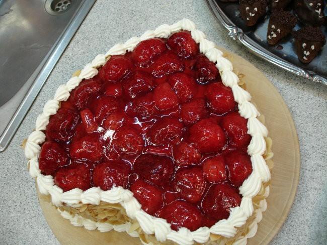 skutina torta s sadjem