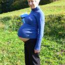 Filip in mami nekaj dni pred porodom na izletu.