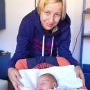 Filip in mami prvi dan doma.