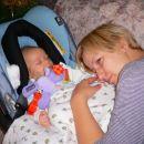 Filip in mami se cartata.