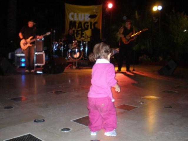 In plešemo tudi na rock koncertu :)))